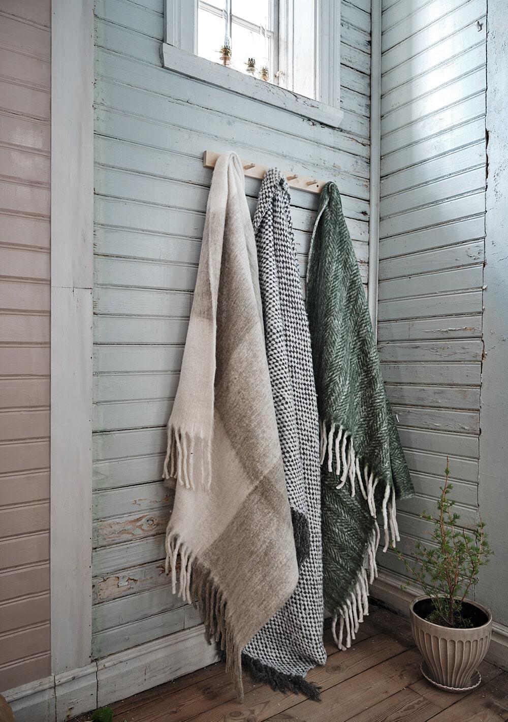 Wool Plaid Olive w. Light Fringes